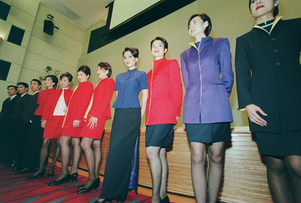 The 60-year evolution of Cathay Pacific uniforms: Flights ...