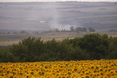MH17 Grabovo - smoke rises above the crash site