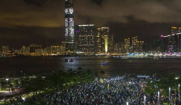 hong_kong-occupy_central_protest_night-mobile_phones-010914-reuters-653x380