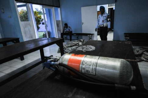 4. orange oxygen tank