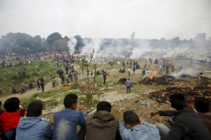 nepal-kathmandu-earthquake-victims_cremation-270415-reuters-653x436