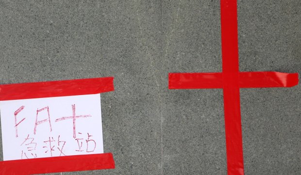 A note saying 'First Aid station' outside Legco. Photo Winson Wong.jpg