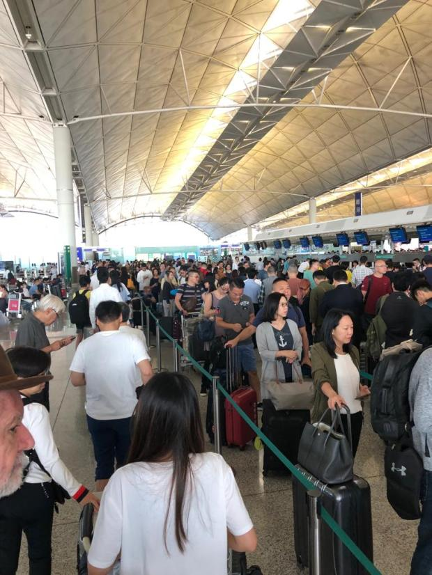 B2. HKIA Lines, flight Delays & Cancellations