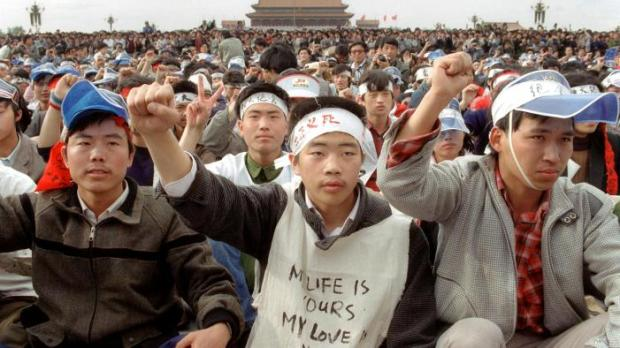 A 18 May 1989 file photo shows students from Beiji