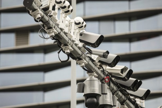 Surveillance cameras are mounted on a post in Hangzhou, China, May 28, 2019. Photo Bloomberg.jpg