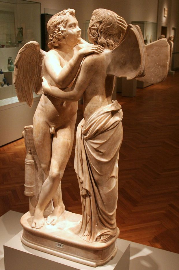 800px-Altes_Museum_-_Statuengruppe,_Amor_und_Psyche
