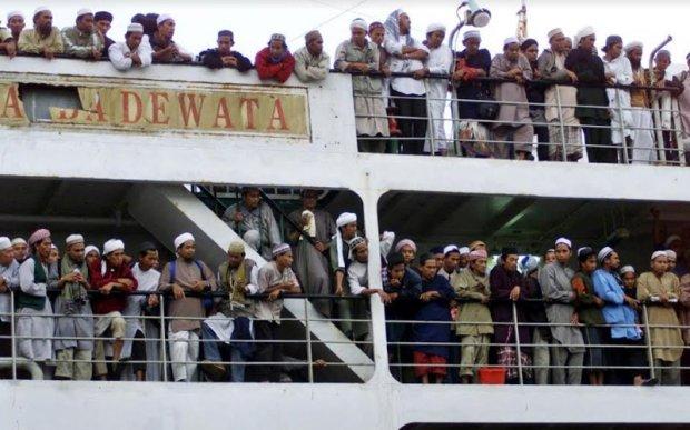 Indonesian-tabligh-Surabaya-Magetan-in-East-Java-2004-180320-Reuters