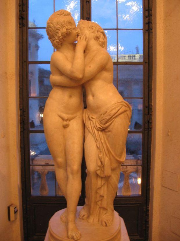 Statua_di_Amore_e_Psiche